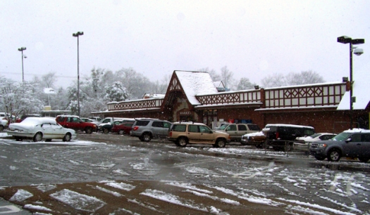 McDades Market on Fortification in a rare Jackson snowfall. (photo by Jesse Yancy)